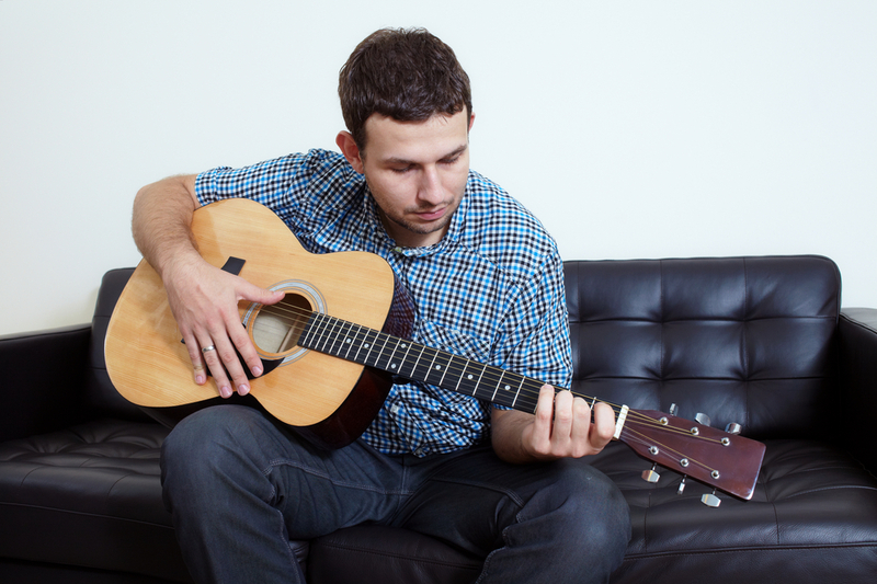 Где обучают игре на гитаре в Калининграде?